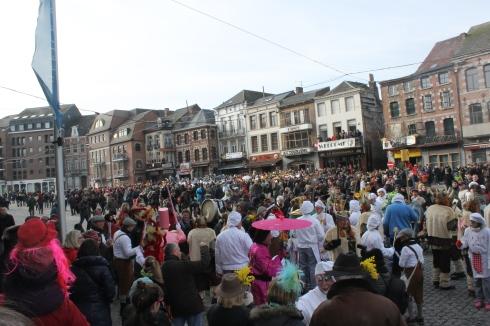 Une vue d'ensemble de la foule