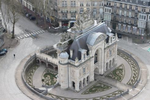 Vue sur la Porte de Paris du Beffroi