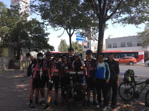 Un groupe de cycliste rencontré sur la route!
