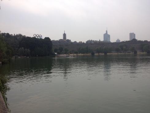 Vue sur la ville du lac